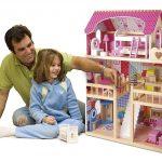 Das Puppenhaus holz ist das perfekte Geschenk für kleine Mädchen.