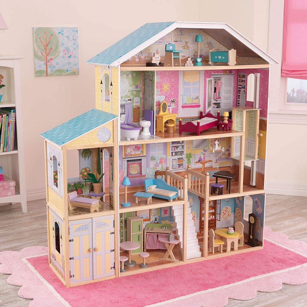 Das Kidkraft Puppenhaus Majestic ist über 136 Zentimeter hoch.
