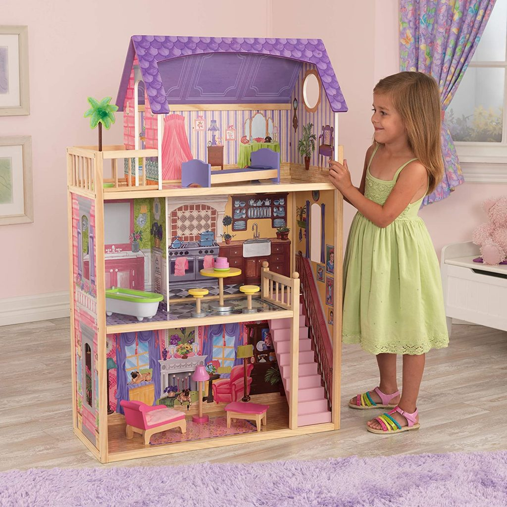 Das hölzerne Puppenhaus von Kayla ist über 114 Zentimeter groß.