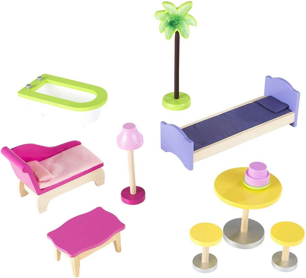 Das Puppenhaus Kikdraft Kayla wird mit Möbeln geliefert.