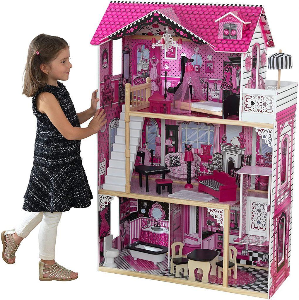 Das Kidkraft Puppenhaus Amelia ist ca. 121 cm hoch.