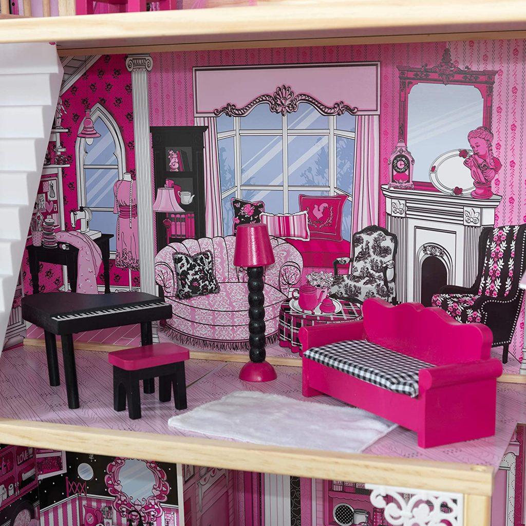 Im Wohnzimmer des Amelia-Puppenstube steht ein Klavier.